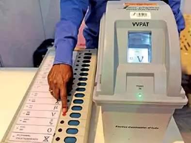 Fifty-four million young voters cast their votes | पावणेचार लाखांवर युवा मतदारांची भर