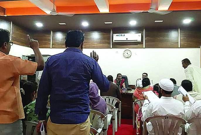 Controversy over corruption in Khamgaon municipal council meeting! | भ्रष्टाचारावरून खामगाव नगर पालिकेच्या सभेत वादंग!