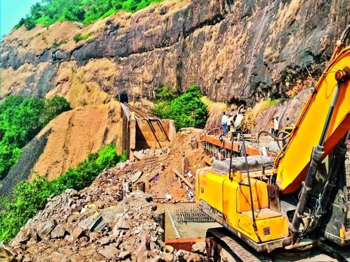 Monkey Hill, Nagnath tunnel work in the new year | मंकी हिल, नागनाथ बोगद्याचे काम नव्या वर्षात