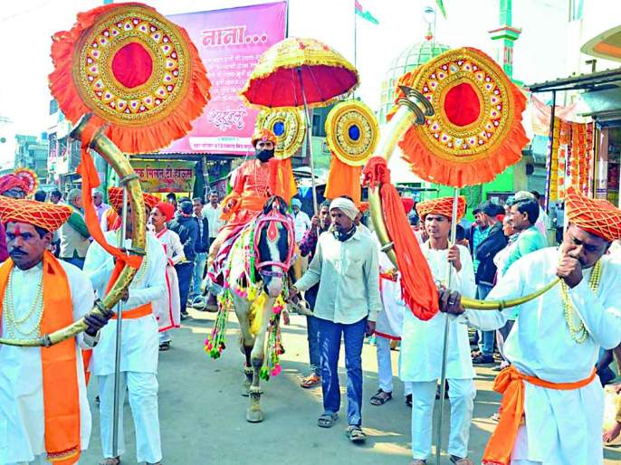 Bhadgaon attracts attention with bibliography and procession | भडगाव येथे ग्रंथदिंडी व शोभायात्रेने वेधले लक्ष