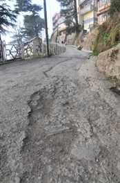 Demand for road repairs   रस्त्यांची दुरुस्ती करण्याची मागणी
