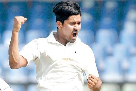 Srikanth Mundhe from Latur selected in KKR team | लातूरचा श्रीकांत मुंढे केकेआर संघात
