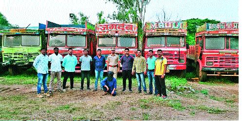 Five trucks recovered from Sangli thief   सांगलीत चोरट्याकडून पाच ट्रक हस्तगत