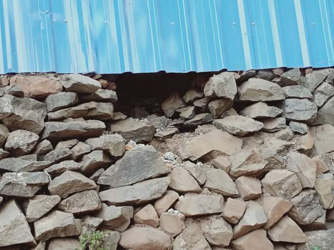 Try to break the mobile shops at Surgana | सुरगाणा येथे मोबाइल दुकाने फोडण्याचा प्रयत्न