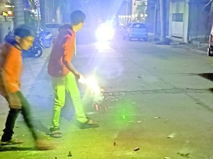 Pollution increased during Diwali despite fears of corona | कोरोनाची भीती असतानाही दिवाळीच्या काळात वाढले प्रदुषण