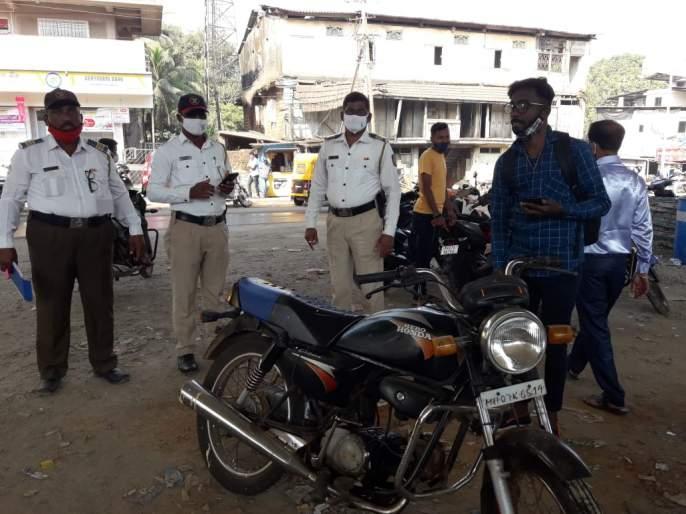 Kankavli police cracks down on masked men | कणकवली पोलीसांची विना मास्क फिरणाऱ्यांविरोधात धडक मोहीम