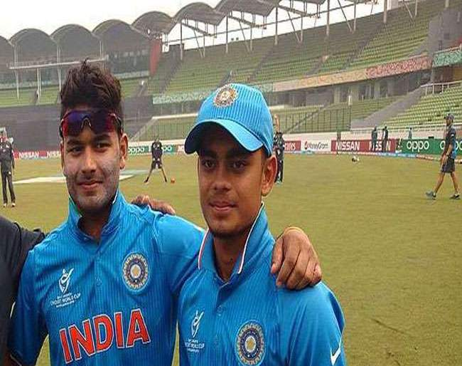 Rishabh Pant and another wicket keeper get the chance because ms Dhoni is not available for series against West Indies   धोनी नसल्यामुळे पंतसह आणखी एका यष्टीरक्षकाला मिळणार संधी, कोण असेल तो...