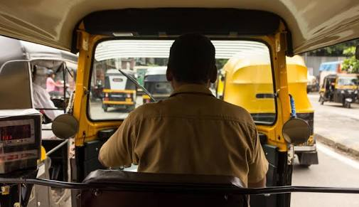 Pune Lock down 2.0: Rickshaws and cars available for medical treatment and emergency services during lockdown | Pune Lock down 2.0 : लॉकडाऊनच्या काळात वैद्यकीय उपचार व अत्यावश्यक सेवेसाठी ऑटो रिक्षासह ' ही ' सुविधा असणार उपलब्ध