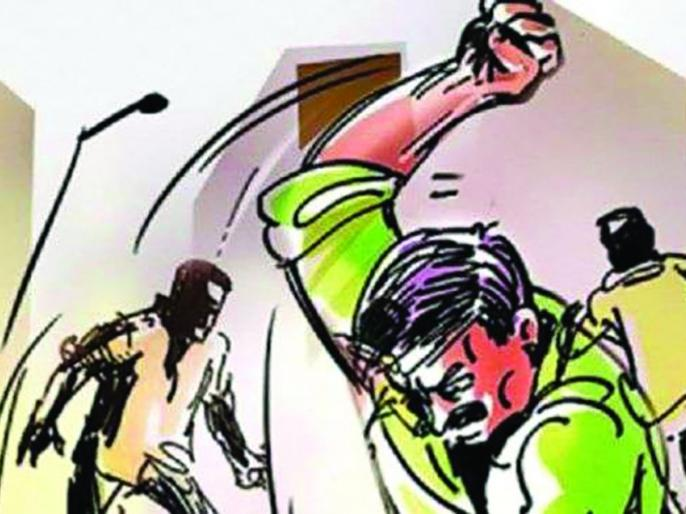 Five people, including a forest ranger, have been charged with assault | मारहाणप्रकरणी वनरक्षकासह पाच जणांवर गुन्हा दाखल