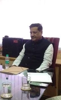 The bill benefits Modi's corporate friends: Prithviraj Chavan | विधेयकाचा फायदा मोदींच्या कॉर्पोरेट मित्रांना : पृथ्वीराज चव्हाण
