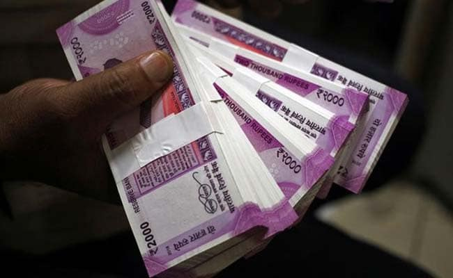 4 lakhs kidnapping at Wadji branch of District Central Bank   जिल्हा मध्यवर्ती बँकेच्या वडजी शाखेत ६२ लाखांचा अपहार