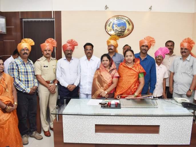 Kolhapur Municipal Corporation honors police officers and employees | कोल्हापूर महापालिकेतर्फे पोलिस अधिकारी, कर्मचाऱ्यांचा सत्कार