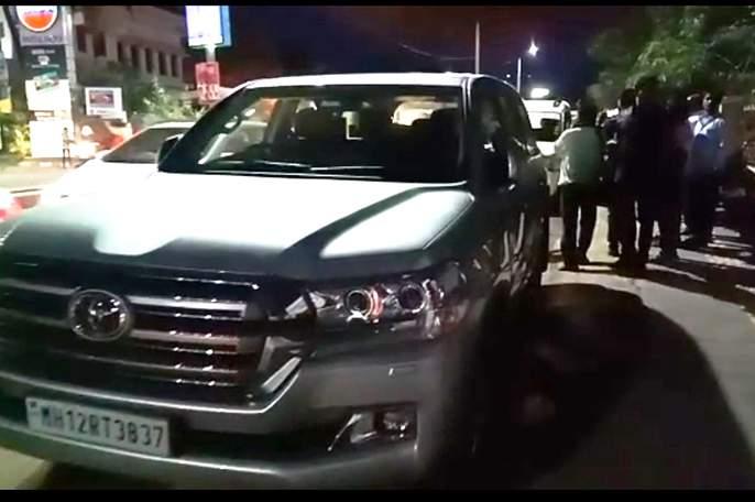 Police action on MP Supriya Sule's car in Solapur | सोलापुरात खासदार सुप्रिया सुळेंच्या गाडीवर पोलिसांची कारवाई
