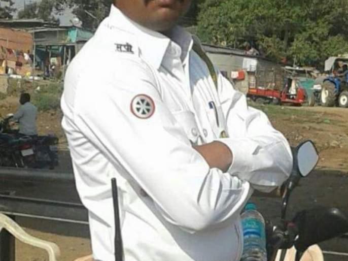 Traffic police suicide in Madha | माढयात वाहतूक पोलिसाची आत्महत्या