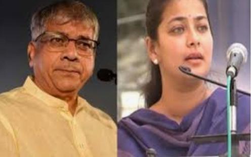 Where did the blood go? Praniti Shinde questions Ambedkar's light | आता कुठे गेले रक्त ?प्रणिती शिंदेंचा प्रकाश आंबेडकरांना सवाल
