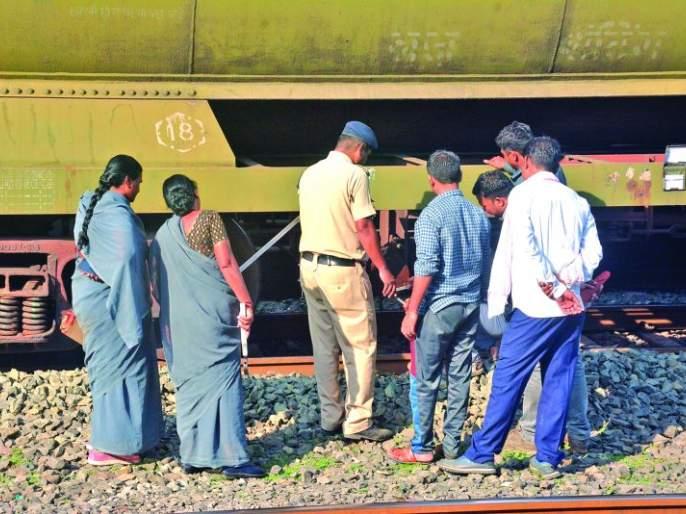 Petrol leaks from rail wagons; Passenger alert avoids accident | रेल्वे वॅगनमधून पेट्रोल गळती; प्रवाशांच्या सतर्कतेमुळे अनर्थ टळला!