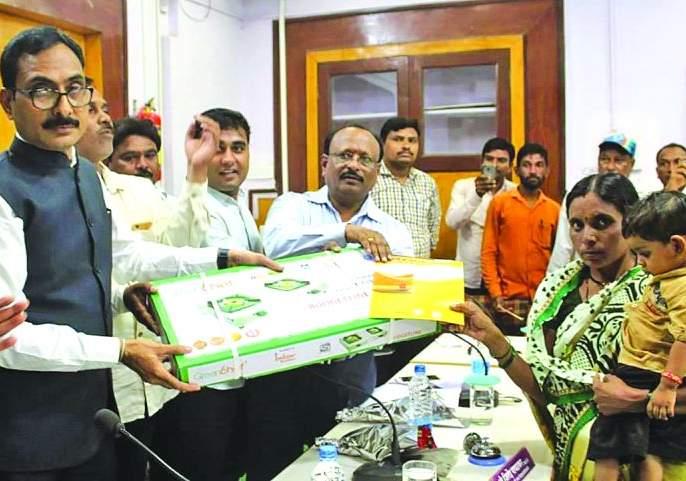 eligible beneficiary Do not be deprived of the benefits of scheme - Collector Jitendra Patalkar   पात्र लाभार्थी योजनेच्या लाभापासून वंचित राहू नये -जिल्हाधिकारी जितेंद्र पापळकर