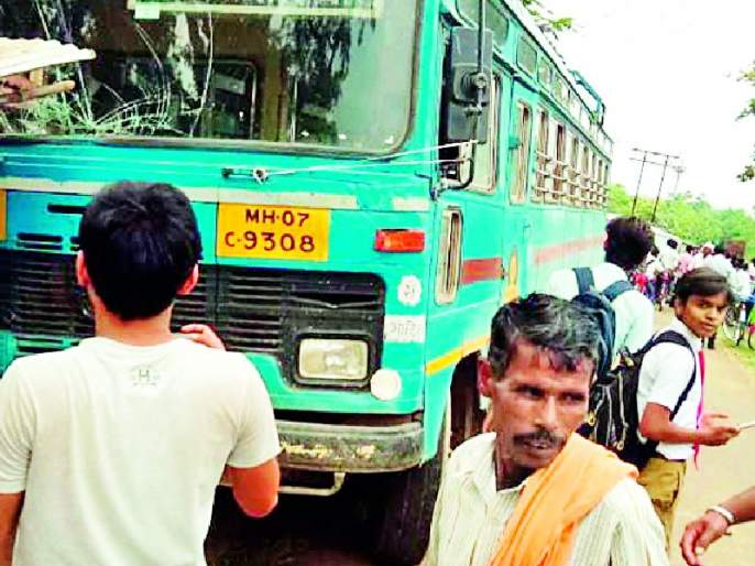 The bus and Scorpio face face to face | बस आणि स्कॉर्पिओची समोरासमोर धडक