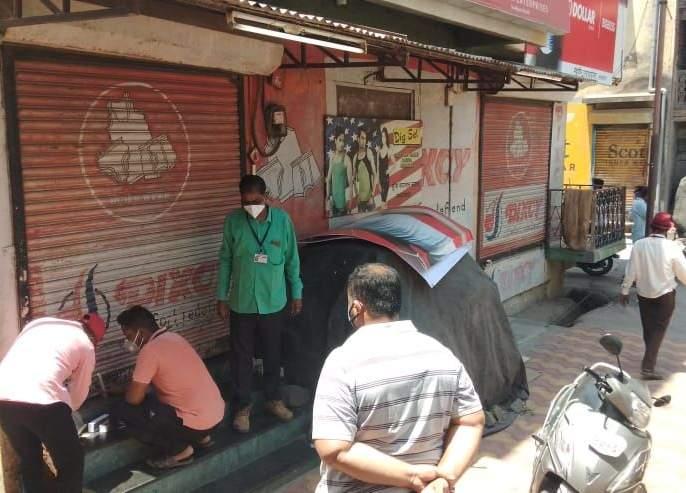 6 shops in Lasalgaon   लासलगांवमधील ६ दुकाने सिल