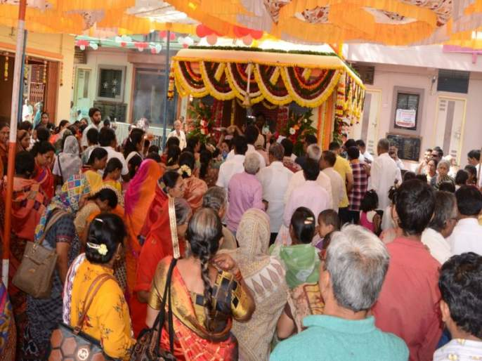 Thousands of devotees take darshan of Kalabhairava in Dhule | धुळ्यात हजारो भाविकांनी घेतले कालभैरवाचे दर्शन