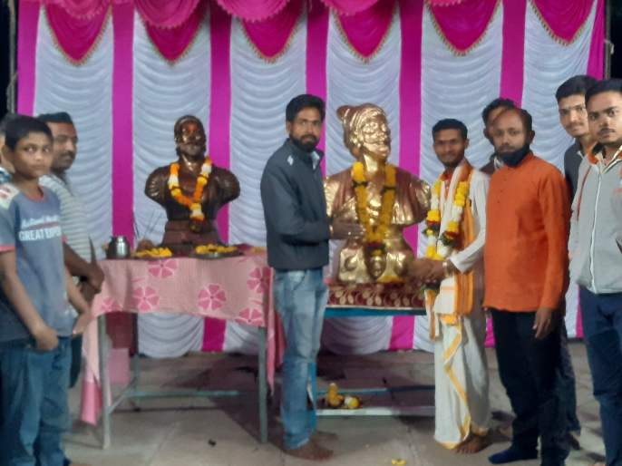 Shiva Jayanti in a simple manner in Manori   मानोरीत साध्या पध्दतीने शिवजयंती