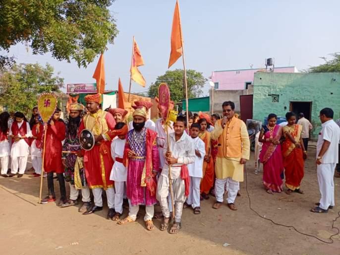 Anniversary of Shivchhatrapati Shivaji Maharaj at Salve Secondary School | साळवे माध्यमिक विद्यालयात शिवछत्रपती शिवाजी महाराज यांची जयंती