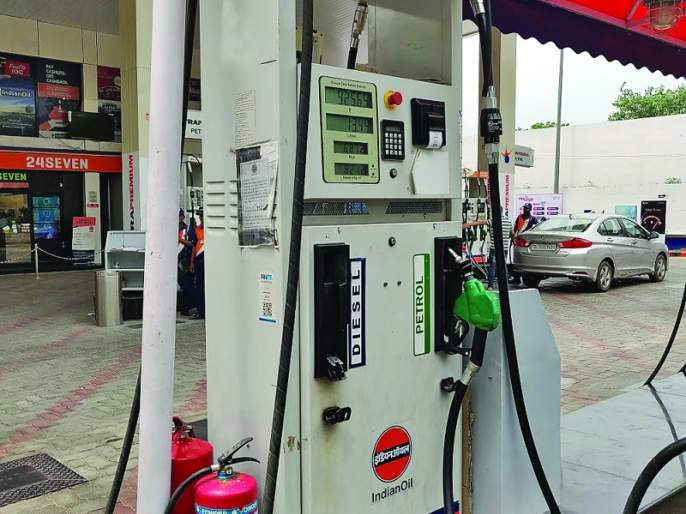 If the petrol reaches a hundred, the old machine at the old fuel pump will have to be replaced! | पेट्रोलने शंभरी गाठल्यास जुन्या फ्युअलपंपावरील जुने मशीन बदलावे लागेल !