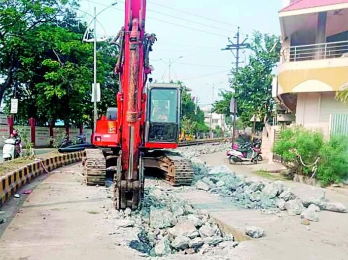 The pace of development in the city is slow! | शहरातील विकासाची वाटचाल मंदगतीने!