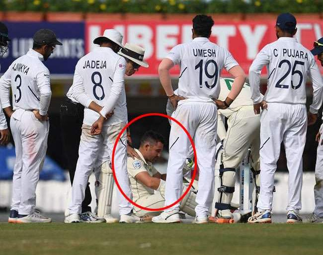 India vs South Africa, 3rd Test: Umesh Yadav's bouncer is hit on head and batsman falls directly to the ground | India vs South Africa, 3rd Test : उमेश यादवचा बाऊन्सर आदळला आणि तो थेट जमिनीवरच पडला