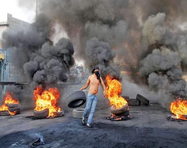 Facebook, WhatsApp usage taxed in lebanon; The whole city is on fire | फेसबूक, व्हॉट्सअॅप वापरावर कर लावला; अख्खे शहर आगीत धुमसतेय