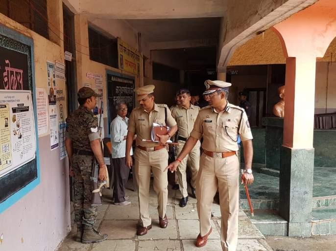 Visits to polling stations of IG, SP   Maharashtra Election 2019 : आयजी, एसपींची मतदान केंद्रांना भेटी
