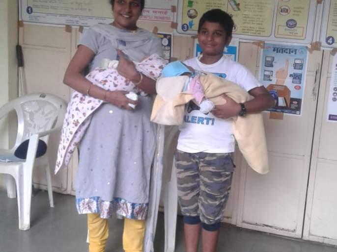 Live in a polling station with a three month old baby | Maharashtra Election 2019 : तीन महिन्यांच्या जुळ्या बाळासह थेट मतदान केंद्रात