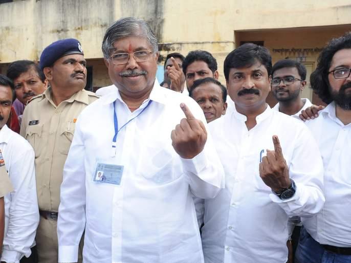 The floor of Mahayuti in the state is now up to 6 seats: Chandrakant Patil   Maharashtra Election 2019 : 'अब की बार २२० पार' म्हणणाऱ्या चंद्रकांतदादांचा मतदानानंतर नवा आकडा!