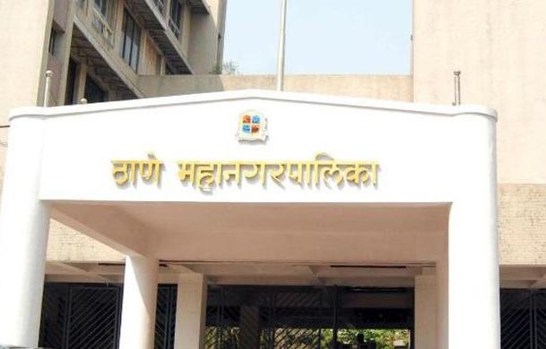 After the Commissioner's apology, controversy arose in Thane Municipal Corporation; Meeting with Uddhav Thackeray   आयुक्तांच्या दिलगिरीनंतर ठाणे महापालिकेतील वाद शमला;उद्धव ठाकरेंकडे झालीबैठक