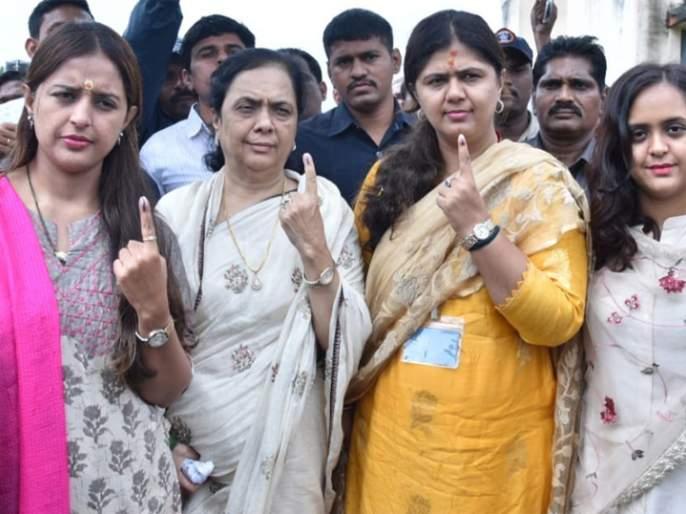 Voting in peace in Parli constituency | परळी मतदारसंघात शांततेत मतदान