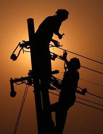 The power supply of Himali Beed city is 8 hours | निम्म्या बीड शहराचा वीजपुरवठा ८ तास बंद