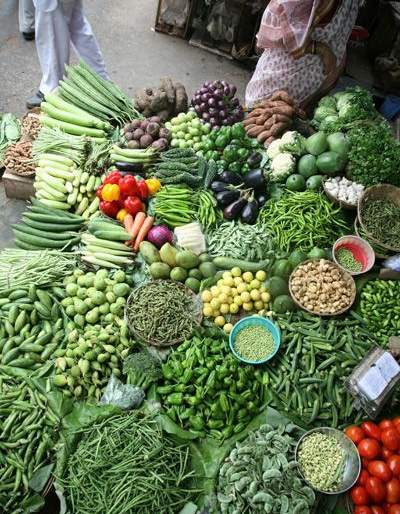 Leaving Tahkub in the vegetable market near the radio station | आकाशवाणी केंद्राजवळील भाजीमंडईतील सोडत तहकूब