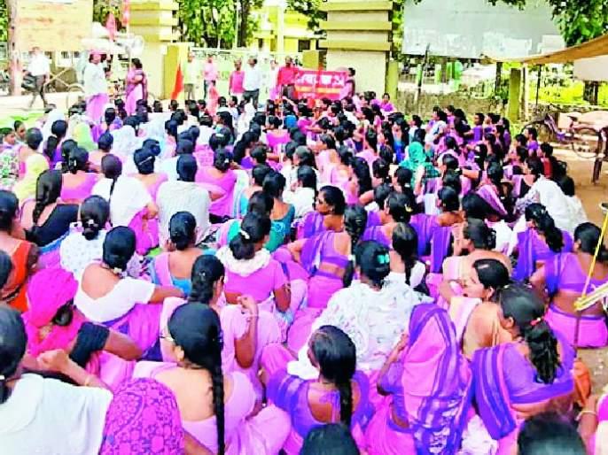 Marches on Zilla Parishad   'आशां'चा जिल्हा परिषदेवर मोर्चा