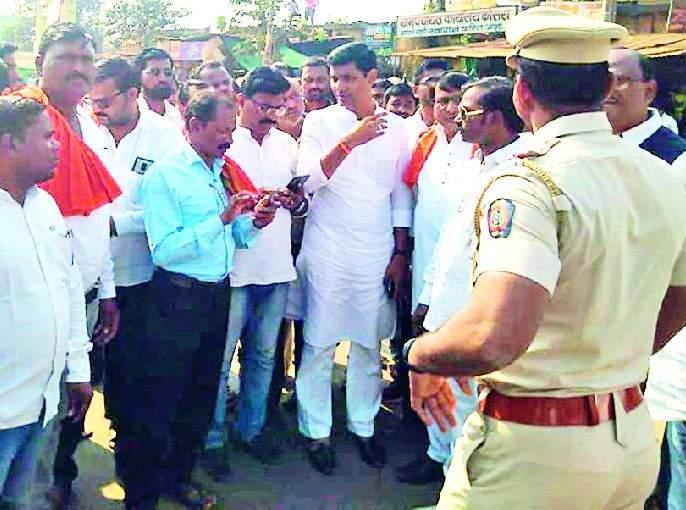 Stop the Shiv Sena's route at Kondha for state highway work | राज्यमार्ग कामासाठी कोंढा येथे शिवसेनेचा रास्ता रोको
