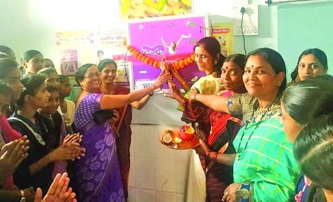 Support of a sanitary napkin device for women | महिलांना सॅनेटरी नॅपकीन यंत्राचा आधार