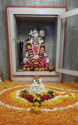 Crowds of devotees in Shiva temple on the occasion of Mahashivratri | महाशिवरात्रीनिमित्त शिवमंदिरांत भाविकांची गर्दी