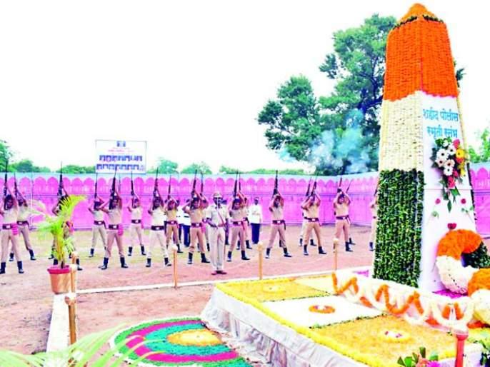 Tribute to Martyrs on Memorial Day | स्मृतीदिनी शहिदांना श्रद्धांजली