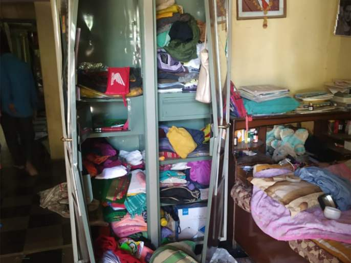 Four houses were demolished in Patur | परतूरमध्ये चार घरे फोडली