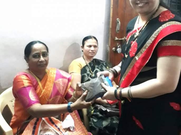 Organic manure bags looted in Sankranti variety! | संक्रांतीच्या वाणात लुटल्या सेंद्रिय खताच्या पिशव्या !