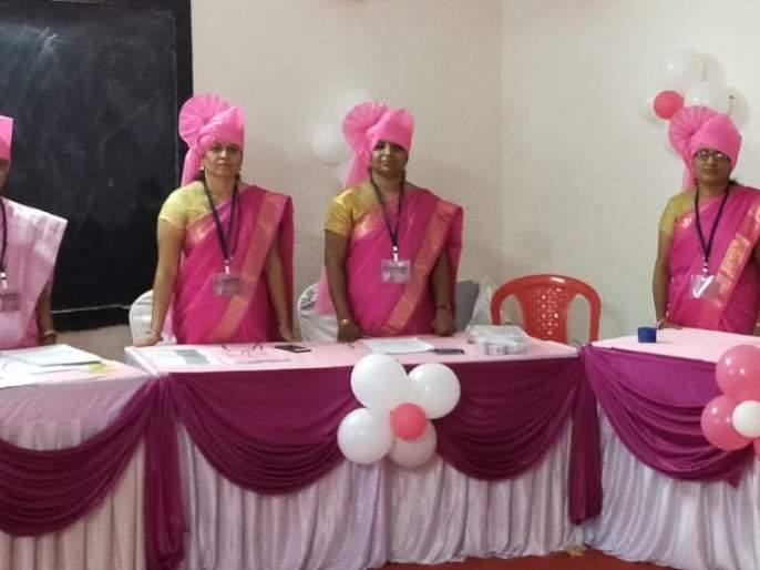 nashik,pink,saree,and,fetish,dress,in,women's,polling,booth | महिला मतदान केंद्रात गुलाबी साडी आणि फेट्याचा रूबाब