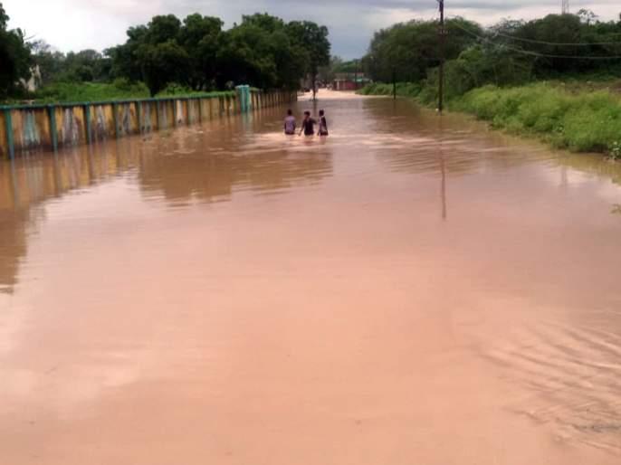 Parbhani district with thunderstorms the next day | परभणी जिल्ह्यात दुसऱ्या दिवशीही मेघगर्जनेसह पाऊस