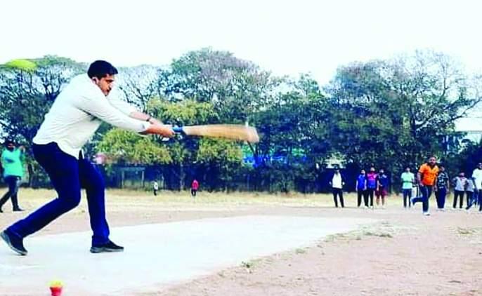 New developments in the NCP; Rohit Pawar's 'Batting' on Solapur's 'Pitch' | राष्ट्रवादीत नव्या घडामोडी; सोलापूरच्या 'पिच'वर रोहित पवारांची 'बॅटिंग'