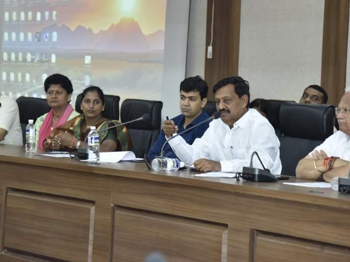 50,000 to help small traders - Guardian Minister Subhash Deshmukh | छोट्या व्यापाऱ्यांना 50 हजार रूपयांची मदत करणार- पालकमंत्री सुभाष देशमुख