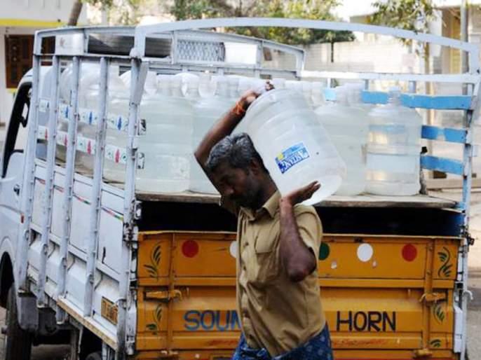 The thirst of the workers, including the traders, is running out only on the water of the jar   व्यापाºयांसह कामगारांची तहान भागतेय केवळ जारच्या पाण्यावरच