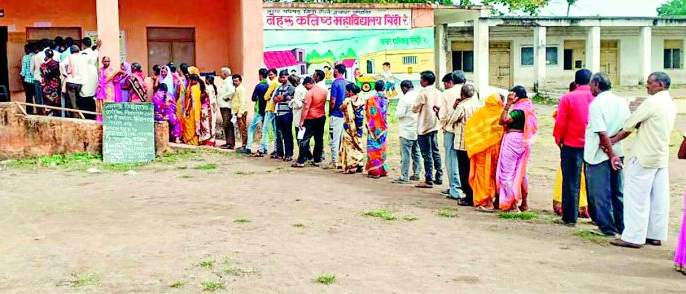 Maharashtra Election 2019 : On average, the district polls 63 percent | Maharashtra Election 2019 : जिल्ह्यात सरासरी ६३ टक्के मतदान